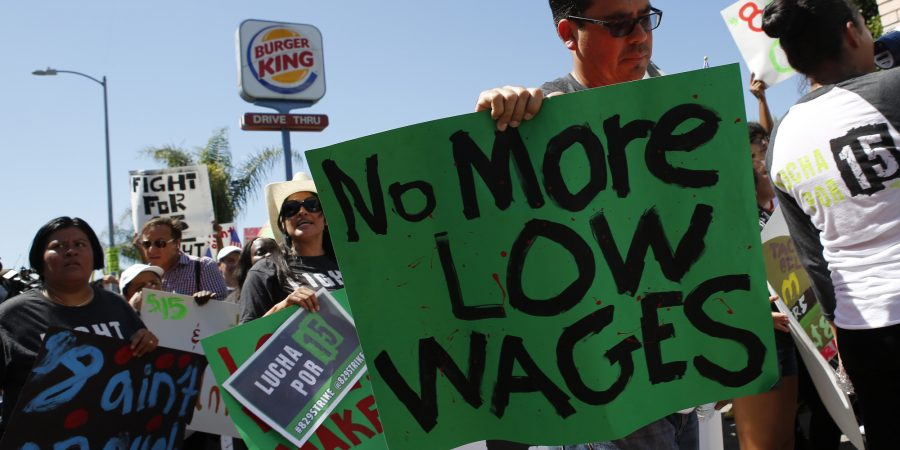 Fast-food+workers+and+supporters+organized+by+the+Service+Employees+International+Union+%28SEIU%29+protest+outside+of+a+Burger+King+Worldwide+Inc.+restaurant+in+Los+Angeles%2C+California%2C+U.S.%2C+on+Thursday%2C+Aug.+29%2C+2013.+Fast-food+workers+in+50+U.S.+cities+plan+to+walk+off+the+job+today%2C+ratcheting+up+pressure+on+the+industry+to+raise+wages+and+demanding+the+right+to+wages+of+%2415+an+hour%2C+more+than+double+the+federal+minimum+of+%247.25.+Photographer%3A+Patrick+T.+Fallon%2FBloomberg+via+Getty+Images